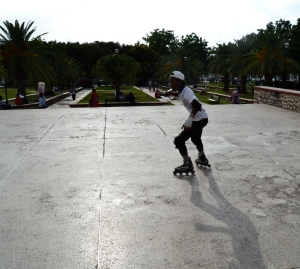 Skating in Champ de Mars (c) Kenyantraveller.wordpress.com